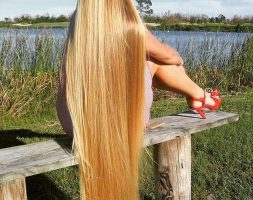 Natural golden blonde hair 27 inches 4.5 thickness beautiful hair